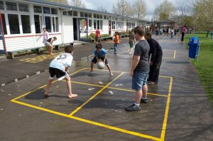 from http://www.in2it.org.nz/games/four-square/